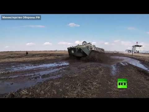 طلاب مدرسة عسكرية روسية يشاركون في رمايات من المدرعات