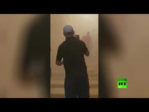 شاهد انهيار مبنى بحي القصبة العتيق التاريخي في الجزائر