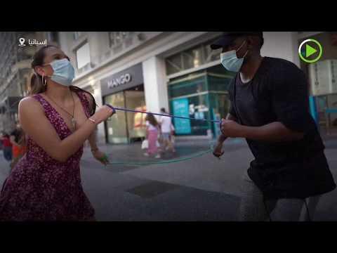 شاهد شاب من البيرو يبتكر رقصة تحافظ على التباعد الاجتماعي