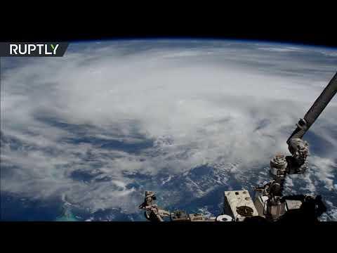 شاهد السلطات الأميركية تُنفذ عملية إجلاء جماعي بسبب اقتراب إعصار لورا
