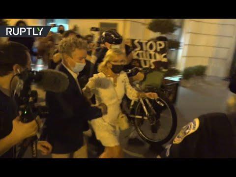 شاهد حشد غاضب يهاجم السناتور الأميركي راند بول قرب البيت الأبيض